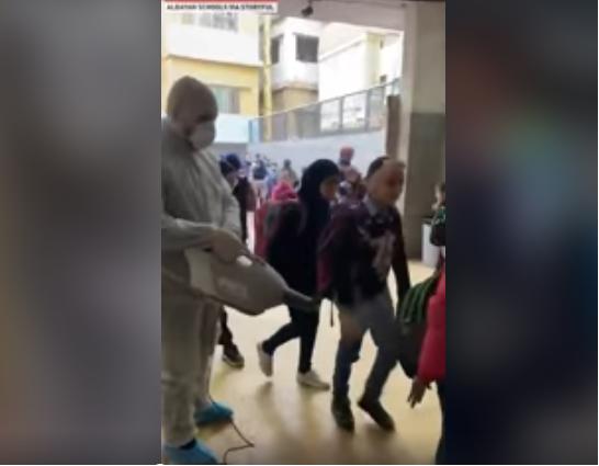 Dezynfekcja uczniów w Libanie.#koronawirus