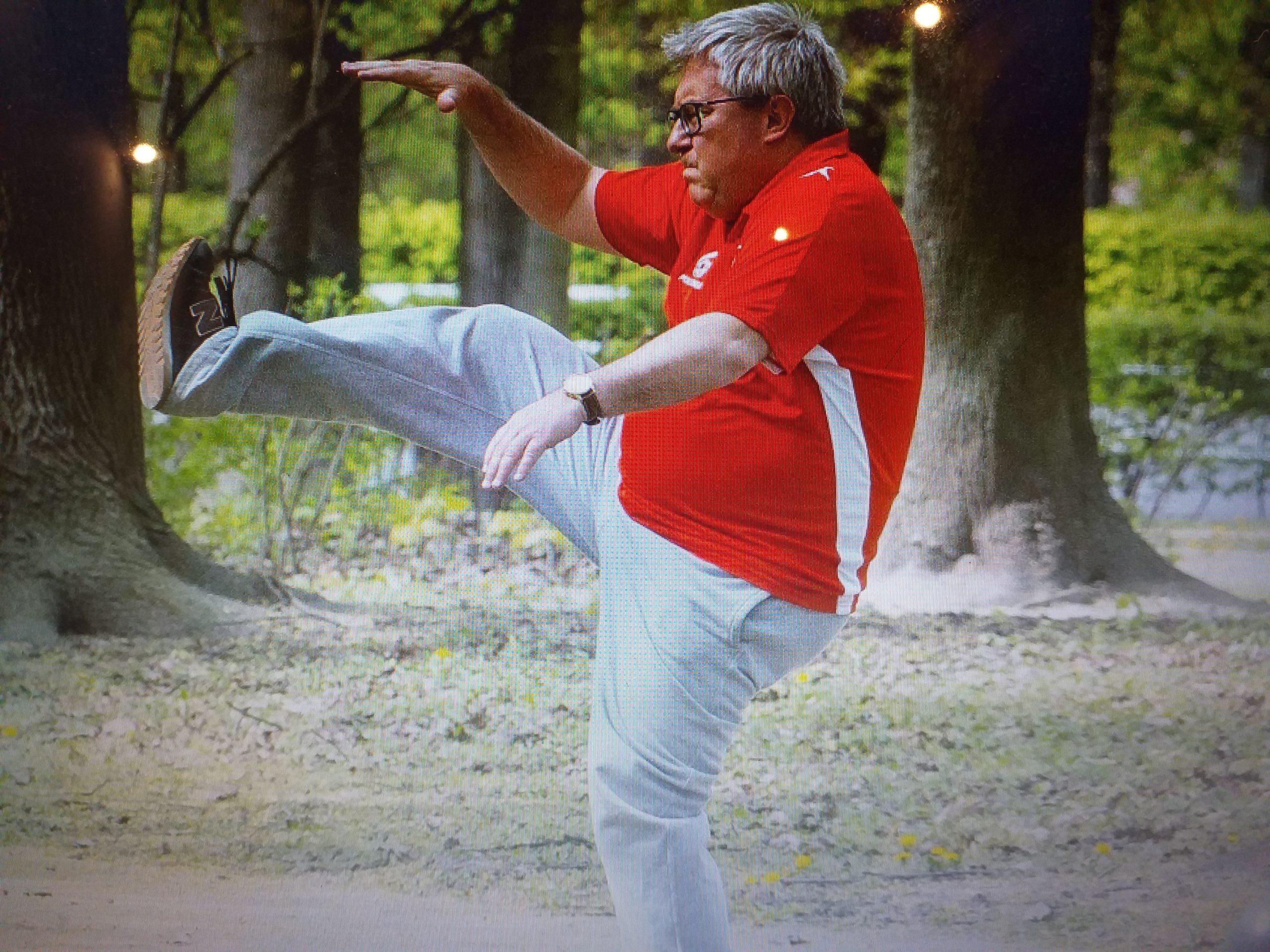 Bez maseczki w parku- czołowy polityk partii rządzączej.