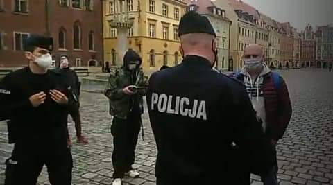 (WIDEO) Policja pacyfikuje manifestację obrońców dzieci – ale dostaje lekcje prawa!