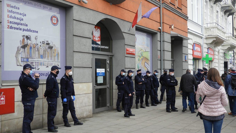 Policja broni urzędów, przed złożeniem dokumentów!